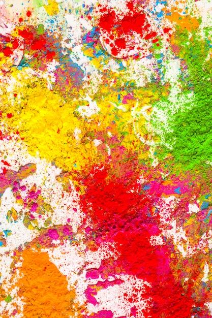 Montones de colores secos naranja, amarillo, verde y rojo. Foto gratis