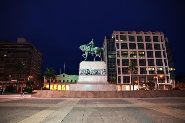 El monumento en montevideo, uruguay Foto Premium