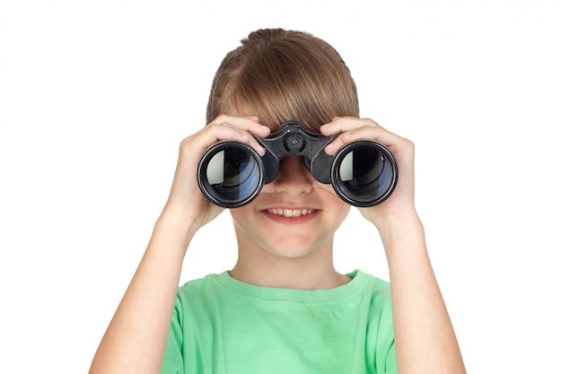 Muchacha que mira a través de los prismáticos aislados en el fondo blanco Foto Premium