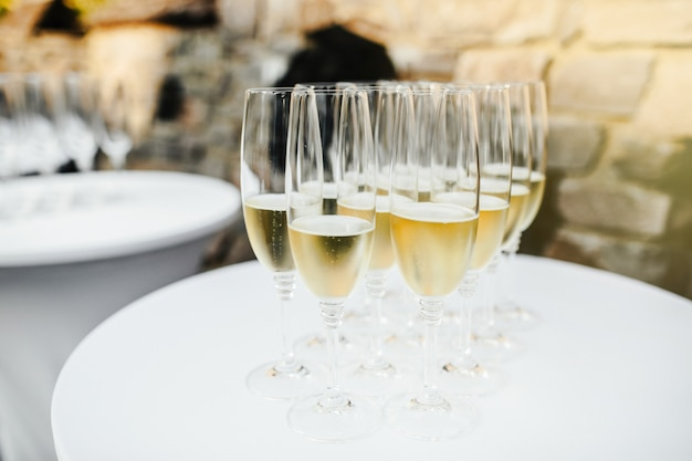 Muchas copas de champagne Foto Premium
