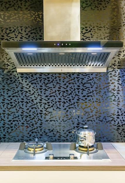 Muebles de cocina modernos con menaje contemporáneo en casa ...