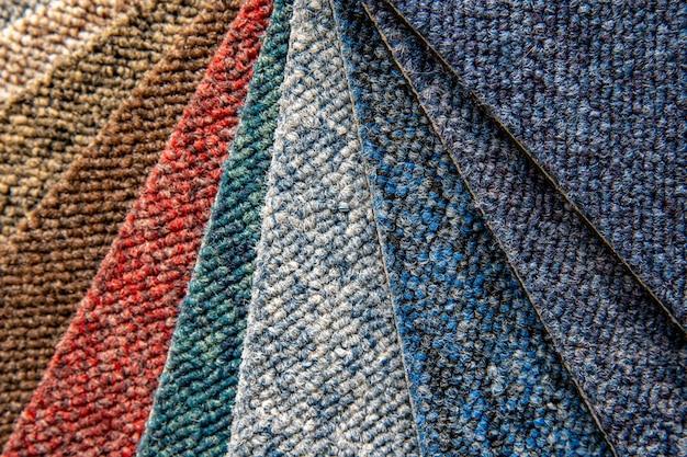 Muestras de alfombras multicolores en detalle, fondo y papel tapiz Foto Premium