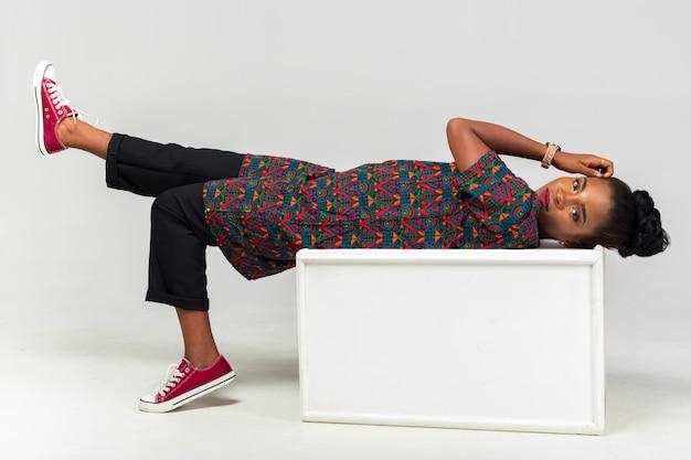 Mujer africana bastante negra Foto Premium