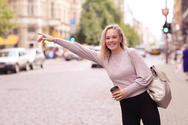 Mujer al aire libre Foto gratis