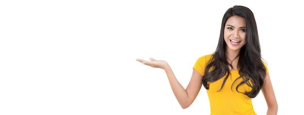 Mujer asiática casual con gesto abierto de la palma (mano) Foto Premium
