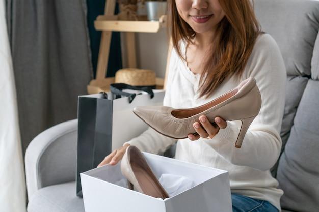 tacón asiático alto en mujer