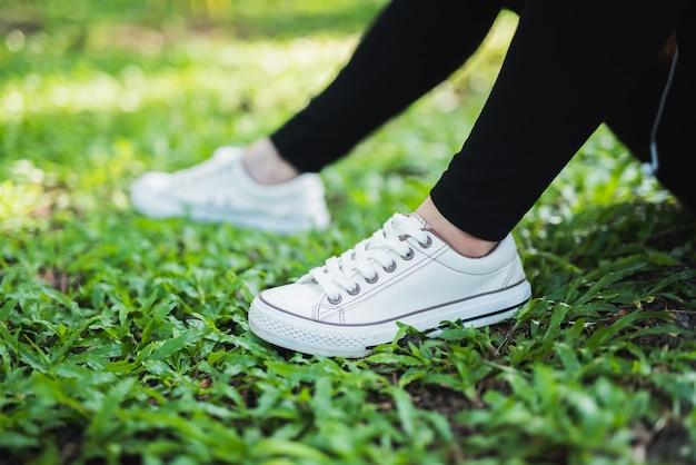 DeportivoDescargar Mujer Atando Premium Fotos Zapato shBQrxdCt