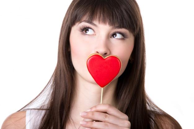 día mujer besando