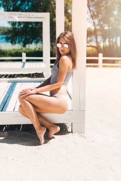 El La Sentada De Bikini Pabellón PlayaDescargar Fotos En Mujer nP0kOw8