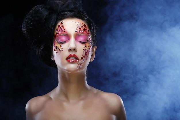 Mujer con brillante mak artístico Foto Premium