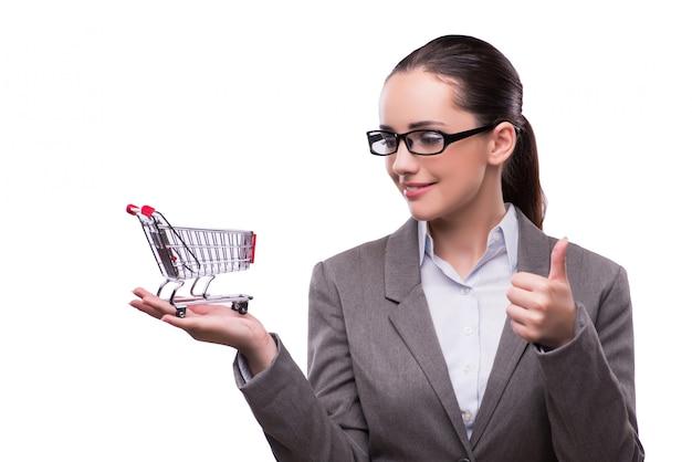 Mujer con carro de compras aislado en blanco Foto Premium