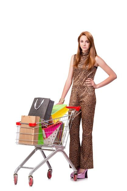 Mujer con carro de compras y bolsas aisladas en blanco Foto Premium