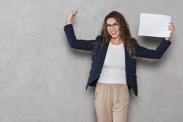 La mujer consiguió el trabajo después de la entrevista. Foto Premium
