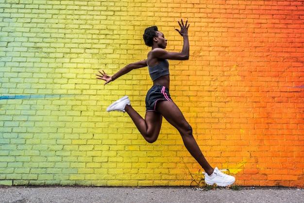Mujer corriendo en nueva york Foto Premium