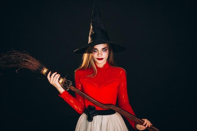 Mujer en un disfraz de halloween Foto gratis