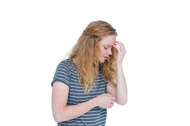 Dolor de cabeza pellizcando frente