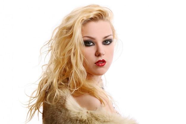 Una mujer hermosa en imagen de diva Foto gratis