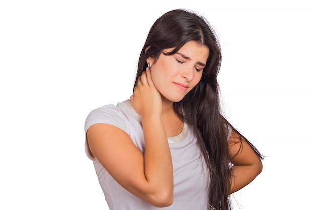 Mujer joven con dolor de cuello. Foto gratis
