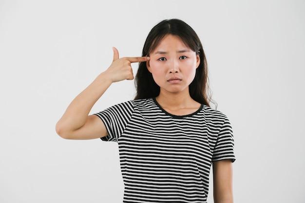 Mujer joven estar triste Foto gratis