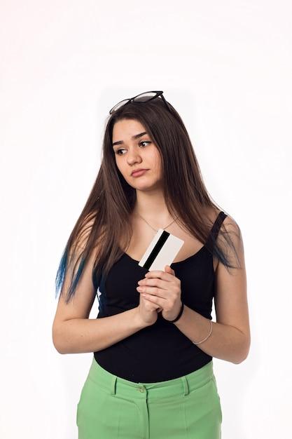 Mujer Joven Estudiante Bastante Morena En Pantalones Verdes Foto Premium