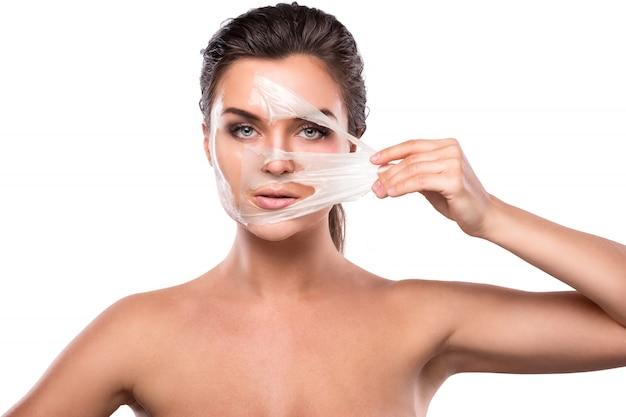 Mujer joven con máscara purificadora en su rostro Foto Premium