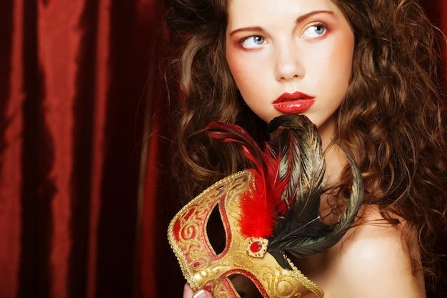 Mujer con máscara de carnaval de disfraces venecianos Foto Premium