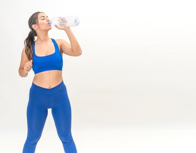 Beber agua perdida de peso