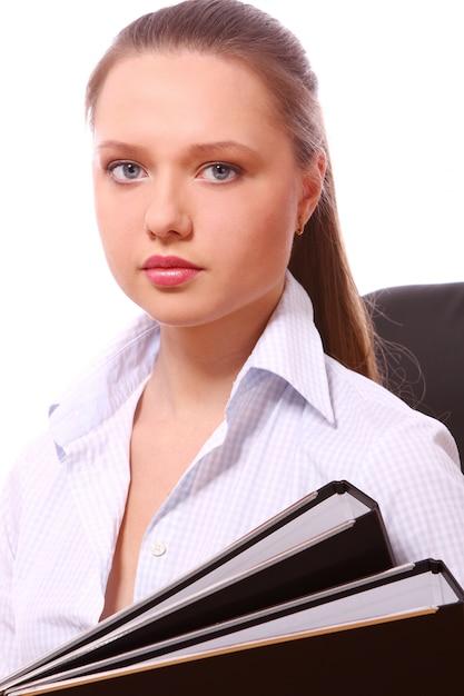 Mujer de negocios joven con carpetas Foto gratis