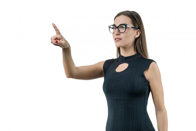 Mujer de negocios moderna utiliza una pantalla virtual Foto Premium