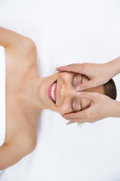 gratis masaje sentado en la cara