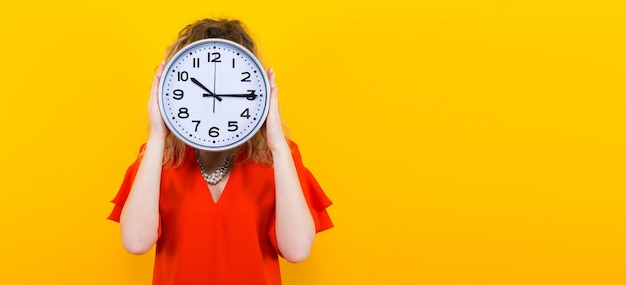 Mujer vestida con relojes Foto Premium