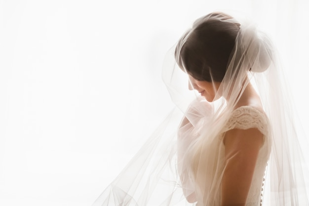 Mujer con el vestido de novia Foto Premium