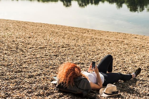 Mujer viajando sola por el mundo Foto gratis