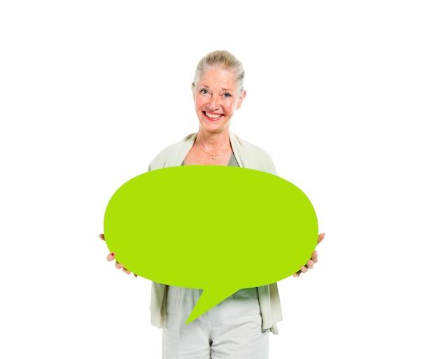 Mujeres sosteniendo chat bubble Foto gratis