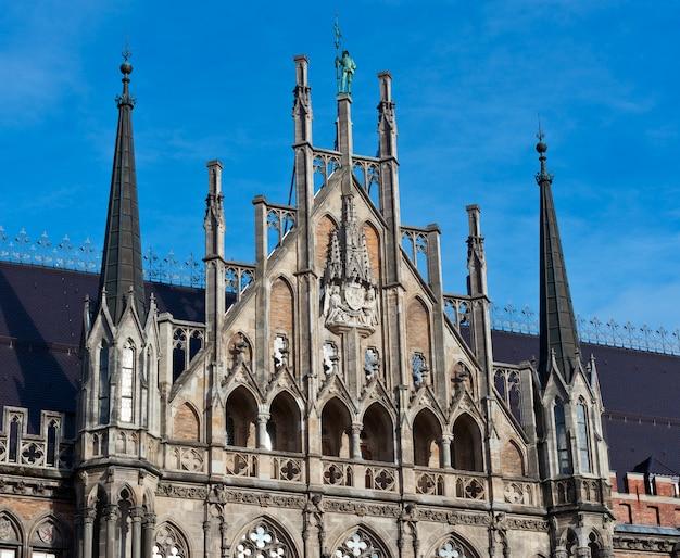 Múnich, fachada del ayuntamiento gótico detalles Foto Premium