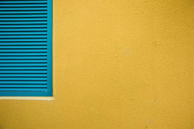 Muro ciudad con ventana Foto gratis