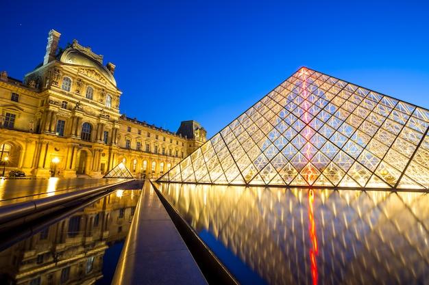 Museo del louvre, parís Foto Premium