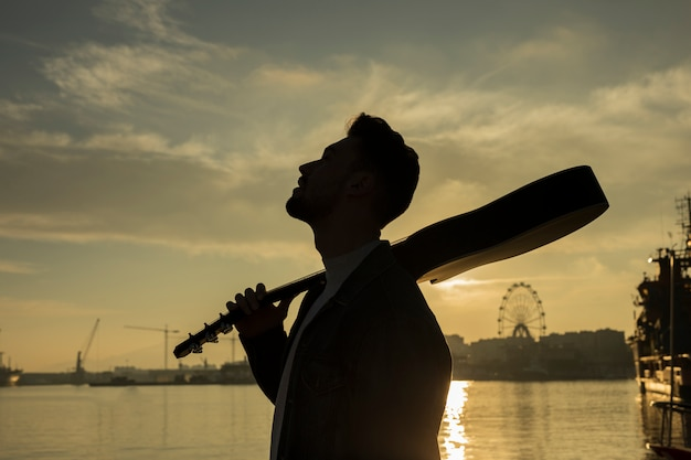 Música de guitarra al aire libre Foto gratis