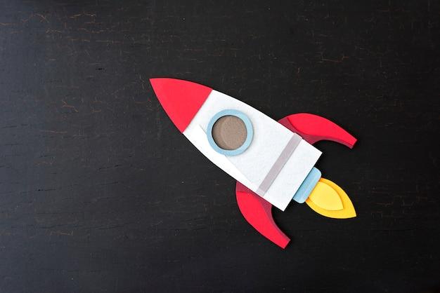 Nave Espacial Cohete De Papel Sobre Un Fondo Negro