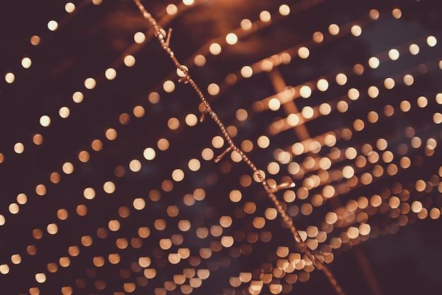 Navidad, guirnalda brillante con pequeñas luces Foto Premium