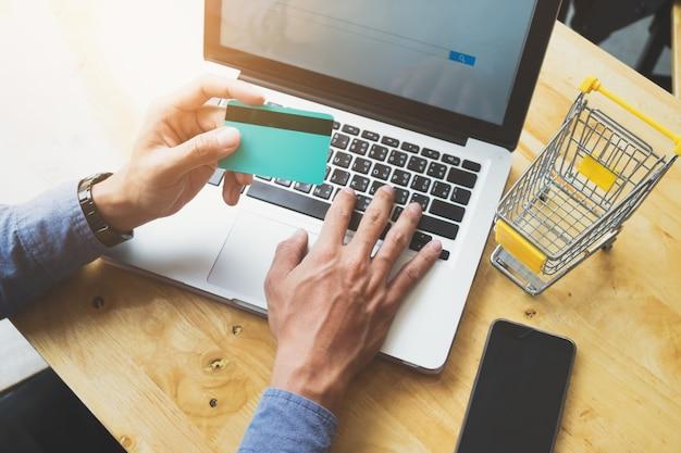 Negocio de compras en línea y concepto de venta. Foto gratis