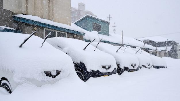 Nieve en coche Foto Premium