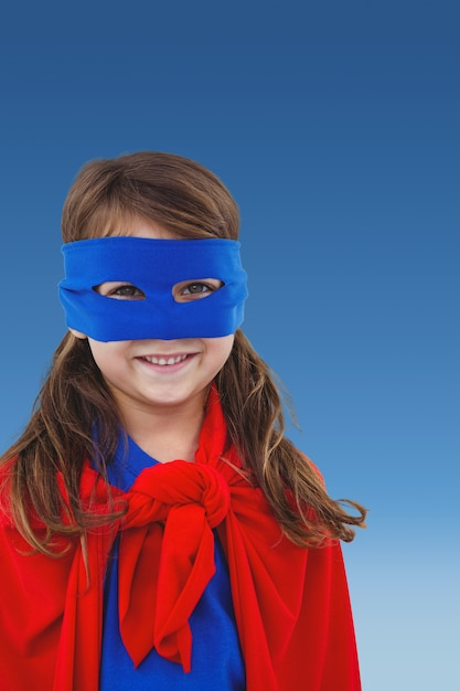 Niña disfrazada de super heroína - Foto Gratis