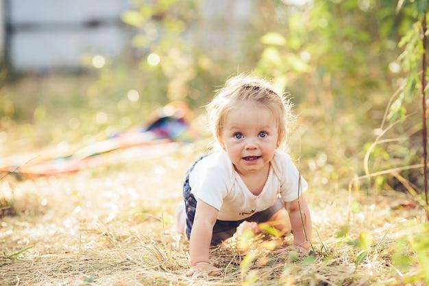 niña pequeña puutas