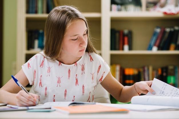 Resultado de imagen para niña estudiando