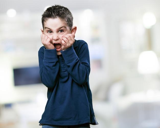 Niño Asustado Gritando