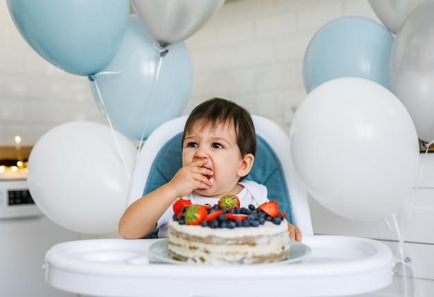 IDEAS DE DECORACIÓN CON GLOBOS PARA FIESTAS INFANTILES - GLOBOS EN LA SILLA DELCUMPLEAÑERO O TRONA DEL BEBÉ