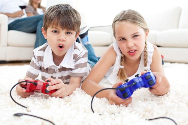 Ninos Animados Jugando Videojuegos Descargar Fotos Premium