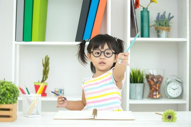 Los niños no están interesados en aprender. Foto gratis