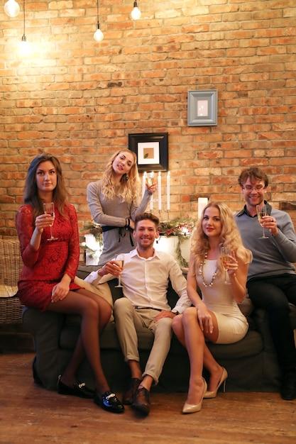 Nochebuena con amigos Foto gratis